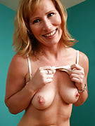 Hometown MILF Cheyanne from 30 plus Ladies putting through a show for all of us