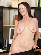 Tia choose the break from her office duties to company the lady breasts with him or her