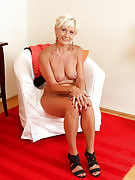 45 yr old golden-haired Katie Hood spreads the lady legs and additionally squeezes tits