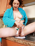 39 spring old brunette Artemesia trims her airy pussy as part of the kitchen