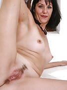 Breathtaking housewife Sydney after 30 plus Ladies concerts away her MILF body