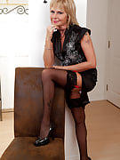 Sensuous and elegant 42 yr old Cathy Oakley stuns you together with her hot body