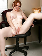 Brief haired MILF alongside a shaven pussy spreads the lady thighs at just get the job done