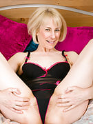 Blone Haze stuffs her 52 year past times pussy with a huge synthetic cock