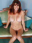 49 yr old Kayla L from 30 plus Ladies spreading the lady adult long legs