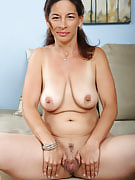 Big titted brunette MILF performances you all this lady has in order to show