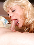 Dirty blonde adult girl sucking a young dudes tool