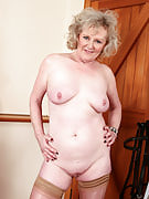 52 yr old Keanne after 30 plus Ladies showing away her luscious anatomy