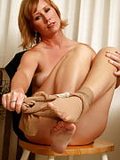 Beautiful 42 yr old Cheyanne hunting hot as ever as part of sexy pantyhose