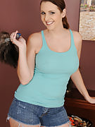 Horny 32 12 months familiar Mandy Sweet takes away her denim shorts and spreads