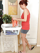 Sports housewife Lya Pink prepares this girl laundry by getting nude